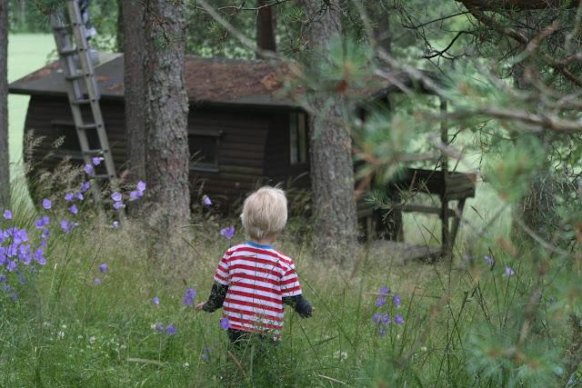 Anton running to the sauna.