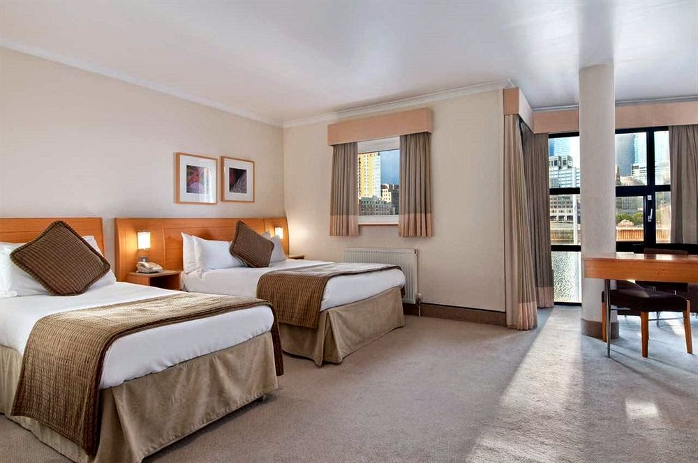 gossip over the world great hotel tips in london stay at hotel hilton london. Black Bedroom Furniture Sets. Home Design Ideas