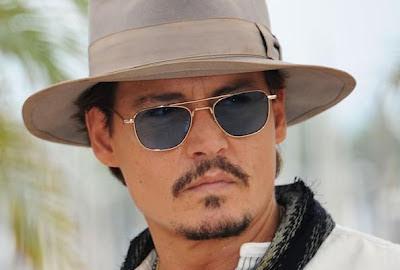 Johhny Depp in Moscot Zulu oro con lenti blu