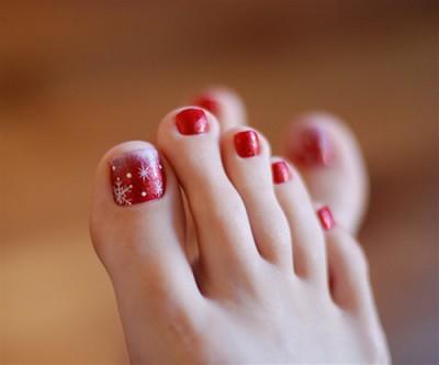 Nail art christmas 2011 how to decorate your toenails for Disenos de unas de pies