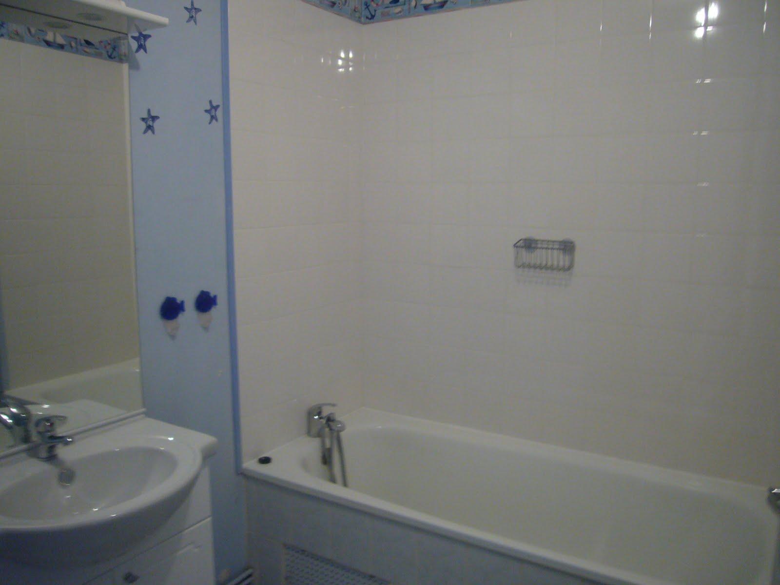 Forte t te sur talons hauts une salle de bain qui donne for Couleur salle de bain bonne mine