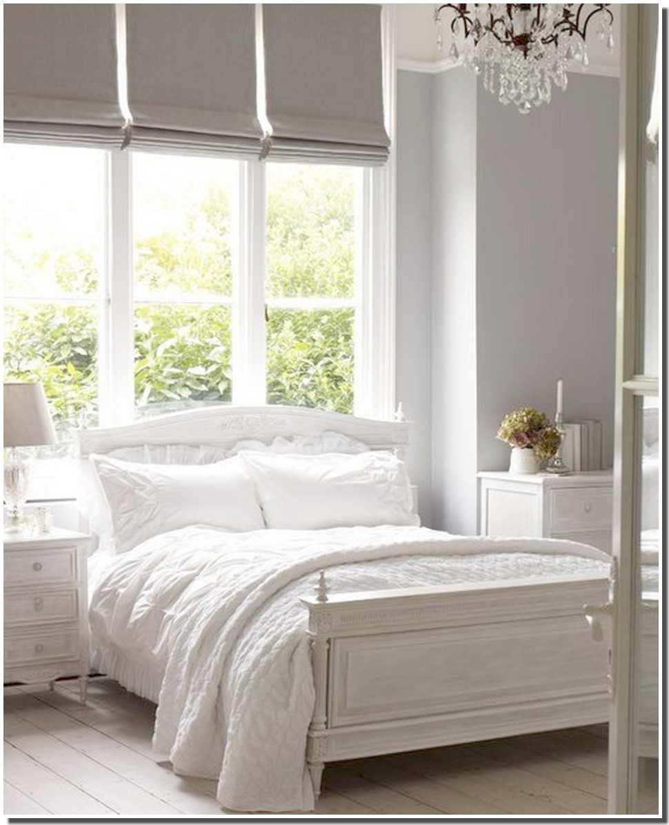 Nassima Home: Chambre rustique blanche patinée