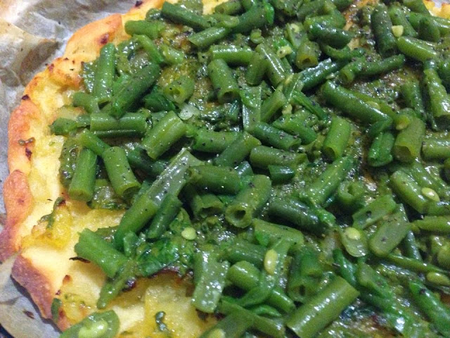 pizza con patate pesto e fagiolini