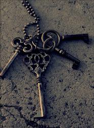 Es pequeña, extraña y siemple. Es la llave de mi corazón.