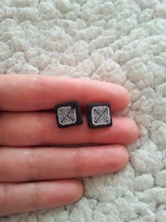 bijoux-mylittlequail-carré-boucles-doreille-noir