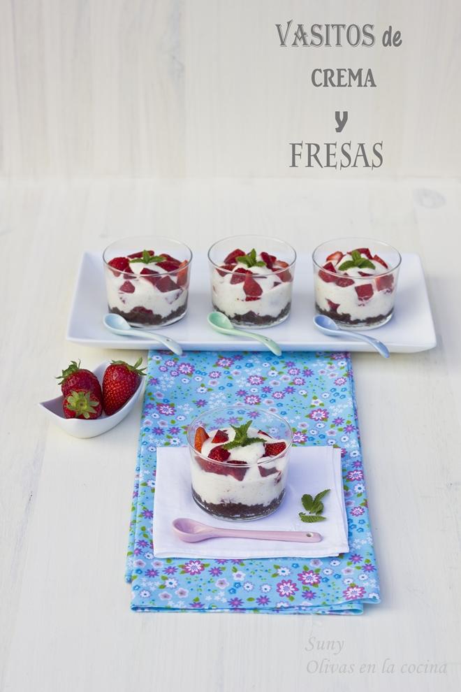 Vasitos de crema y fresas