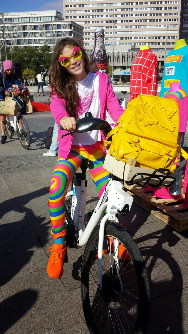 Cosima Rodríguez pasarela de moda en bici
