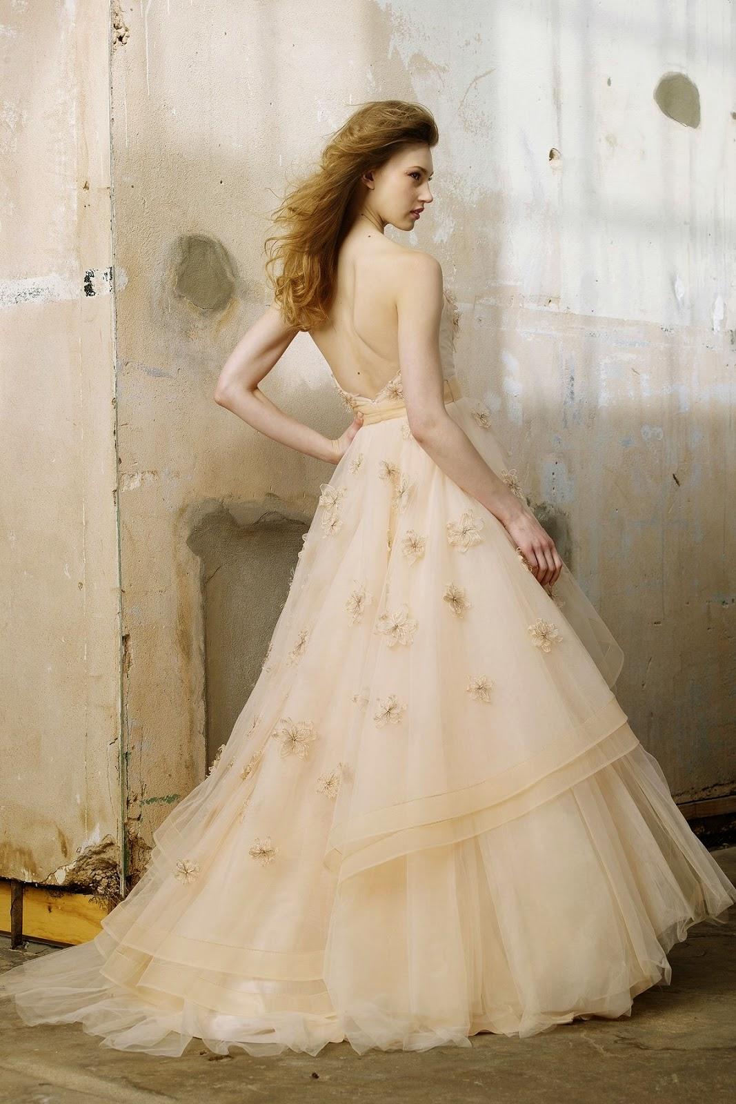 une s lection des plus belles robes de mariage tout pour mon mariage. Black Bedroom Furniture Sets. Home Design Ideas