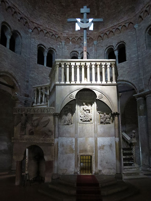 Calvary Niche, Church of the Holy Sepulchre, Bologna