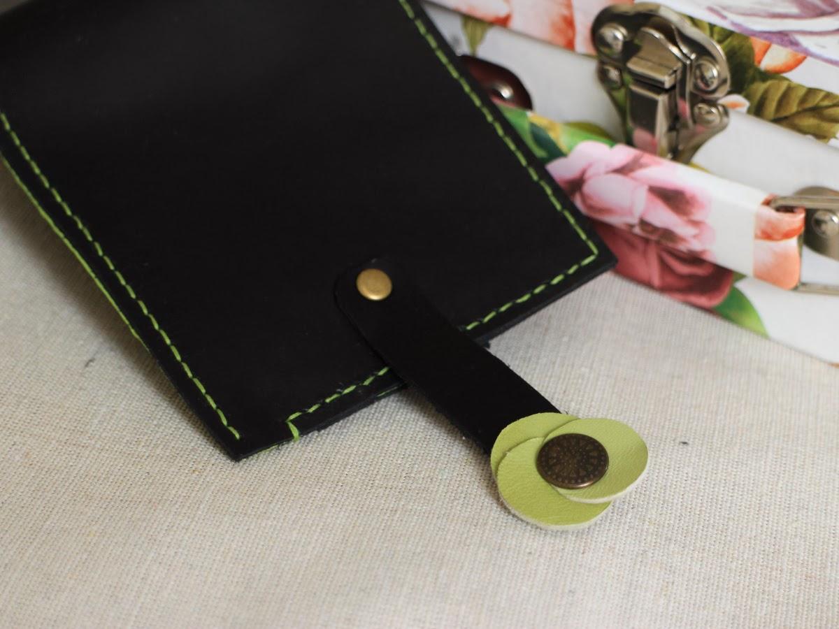 Затежка на кошельке в форме цветочка