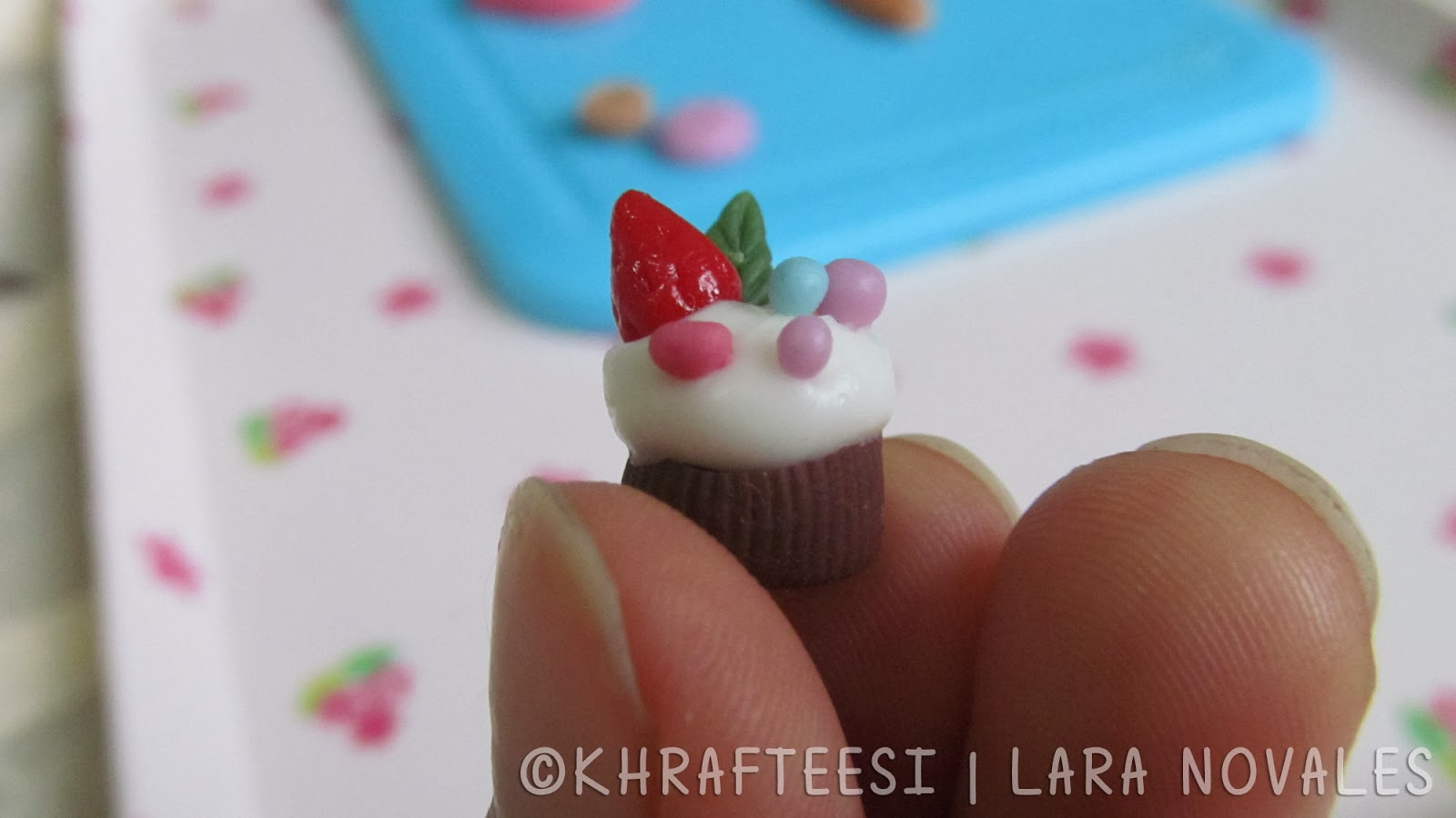 Cold porcelain clay mini cupcake 3