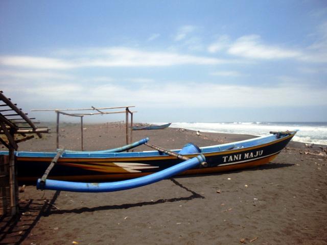Wisata Pantai di Jogja Yogyakarta - Pantai Trisik Kulon Progo