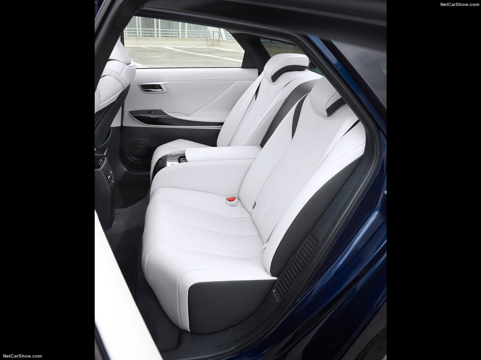 Hình ảnh xe ô tô Toyota Mirai 2016 & nội ngoại thất