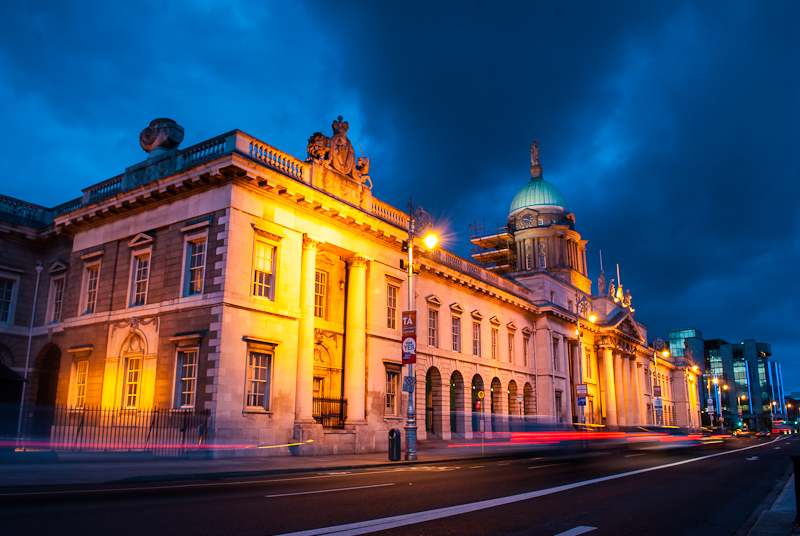 Night photography of the lights at custom house in dublin ireland