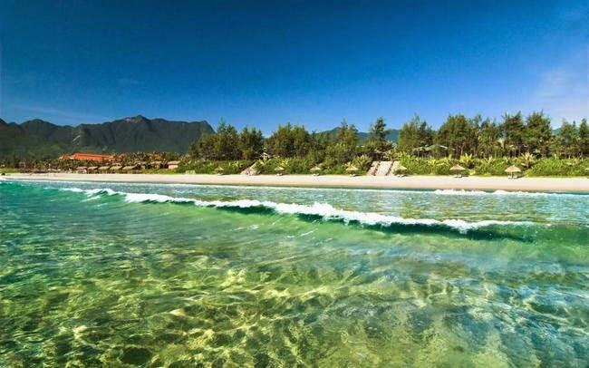 nước biển bãi biển lăng cô huế