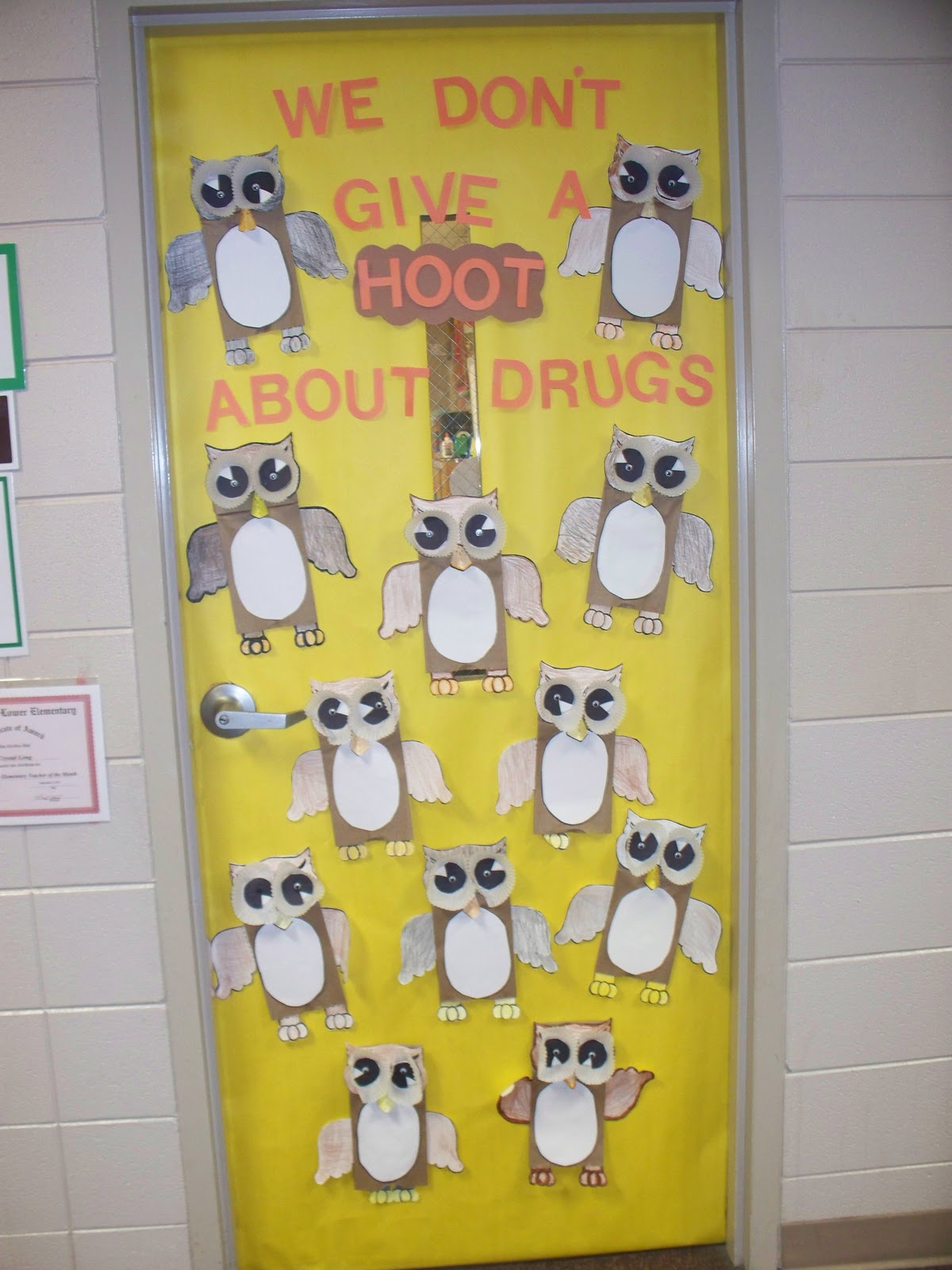 Teaching instyle drug free door decorating for Autumn classroom door decoration ideas