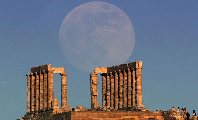 photos of supermoon around the world
