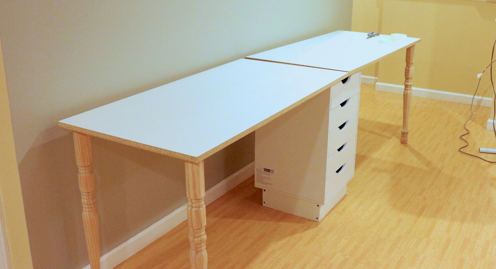 Zaaberry: DIY IKEA Knockoff Sewing Table