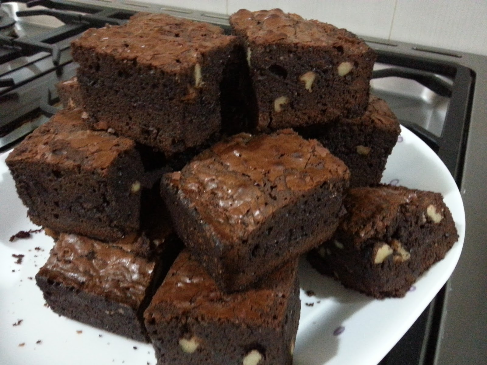 My HomeRecipes: CHOCOLATE CHIPS-WALNUT BROWNIES