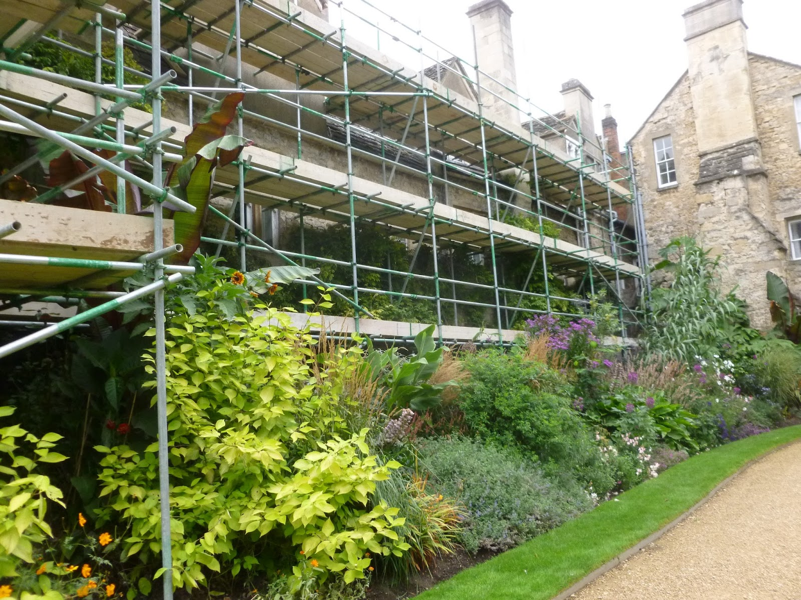 Worcester College Gardeners Scaffolding A Huge Structure