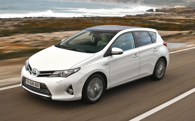 dream13cars test toyota auris hybrid 136h style the green compact. Black Bedroom Furniture Sets. Home Design Ideas