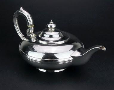 ANTIQUE 19thC GEORGIAN SOLID SILVER TEA POT, JOSEPH CRADDOCK, LONDON c.1830