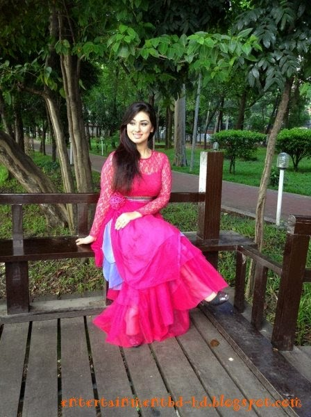 Images of Bangladeshi Entertainment Actress Apu Biswas New Photo