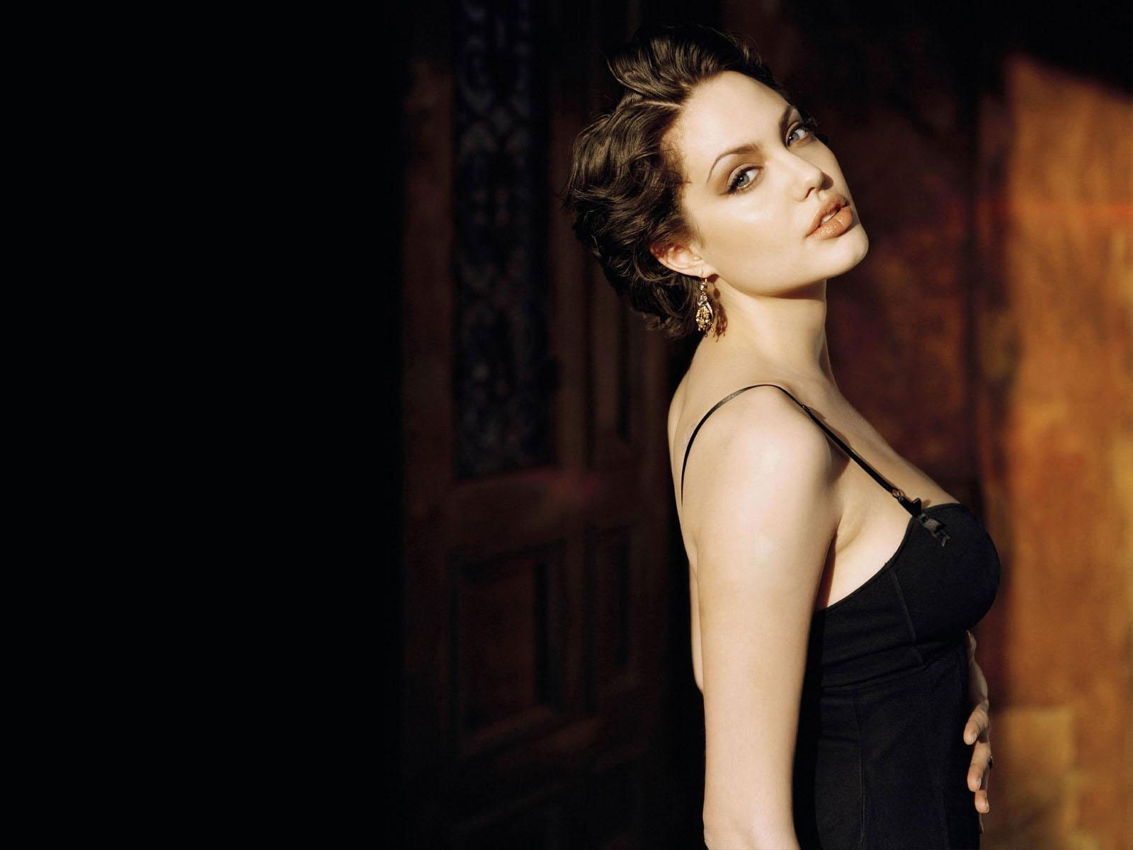 hollywood actress wallpapers noomi rapace hd wallpapers. Black Bedroom Furniture Sets. Home Design Ideas