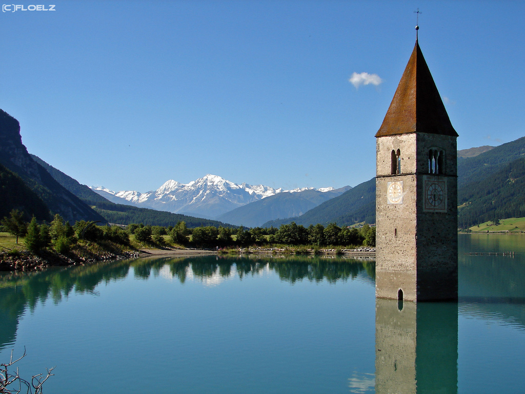 Deserted places a semi submerged church in northern italy for Dans italien