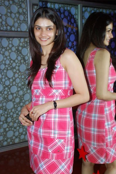 Prachi Desai :Prachi Desai Hot Pic without make-up real life private leaked hot pics hd free download now