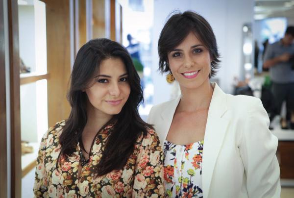 loja de calçados - Villa Vittini  - preview Inverno - mulheres, camisa floral, blazer branco
