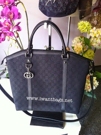 Gucci GG Canvas Large Tote with Sling-Black