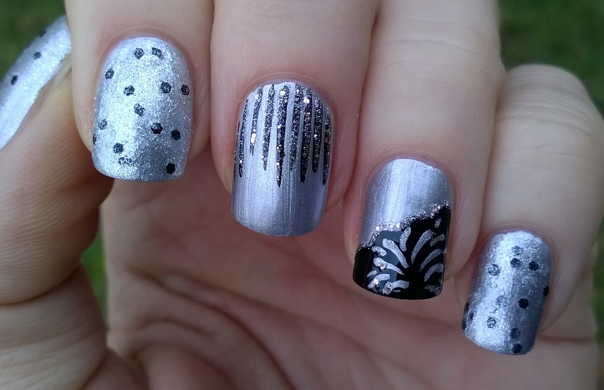 Life World Women: Silver & Black Party Nails - New Year\'s Eve Nail Art