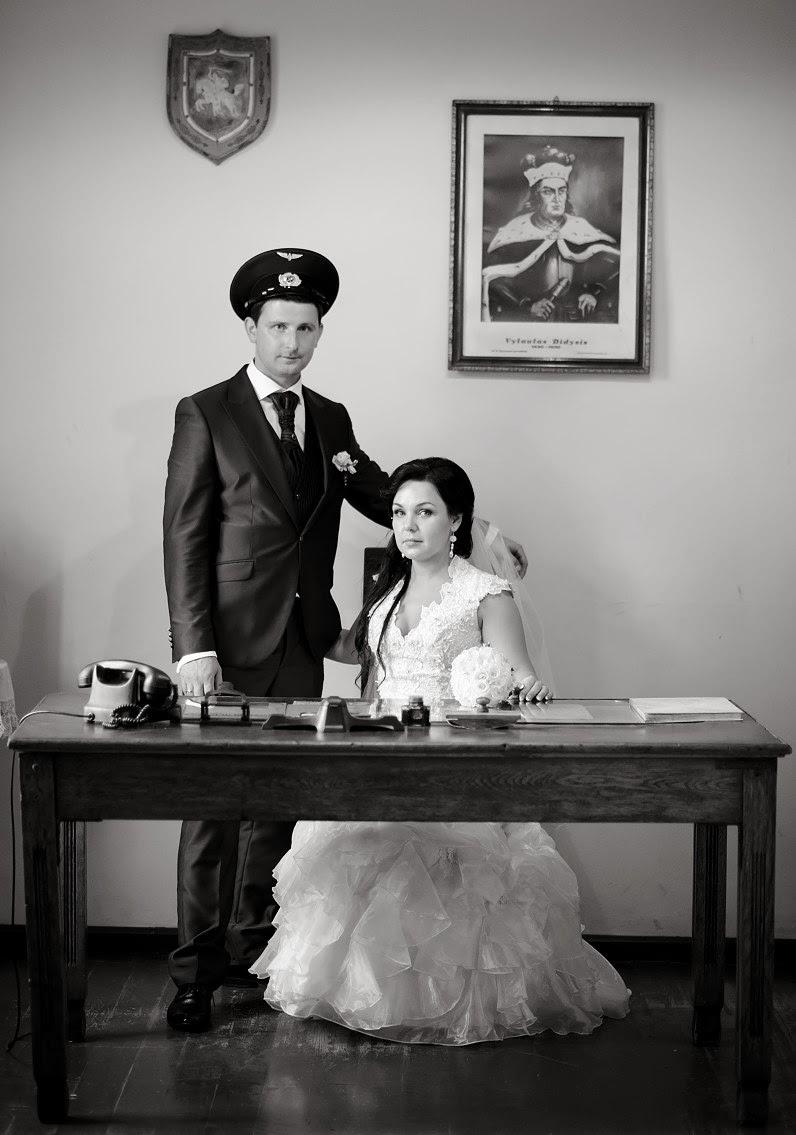 klasikinė vestuvių fotosesija siauruko geležinkelio stotyje Anykščiuose