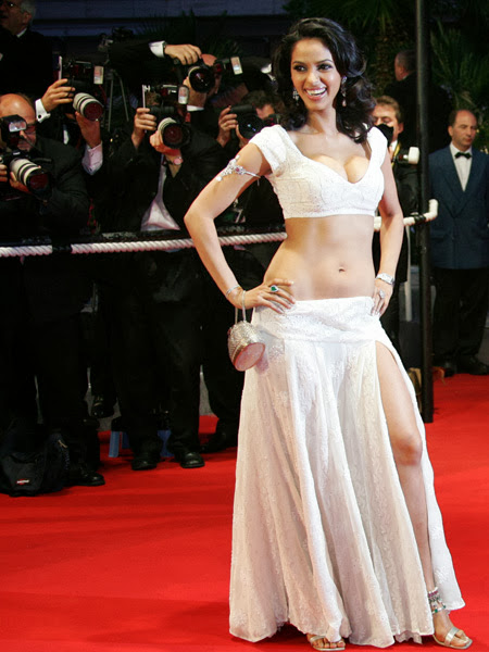 Buxom Beauty Mallika Sherawat Hot Pics
