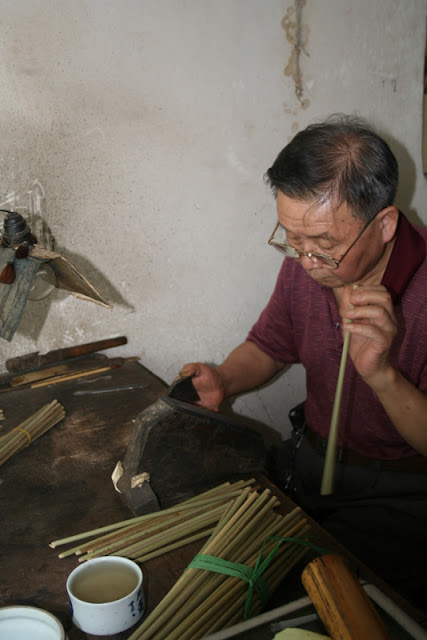 A brush maker in jingdezhen