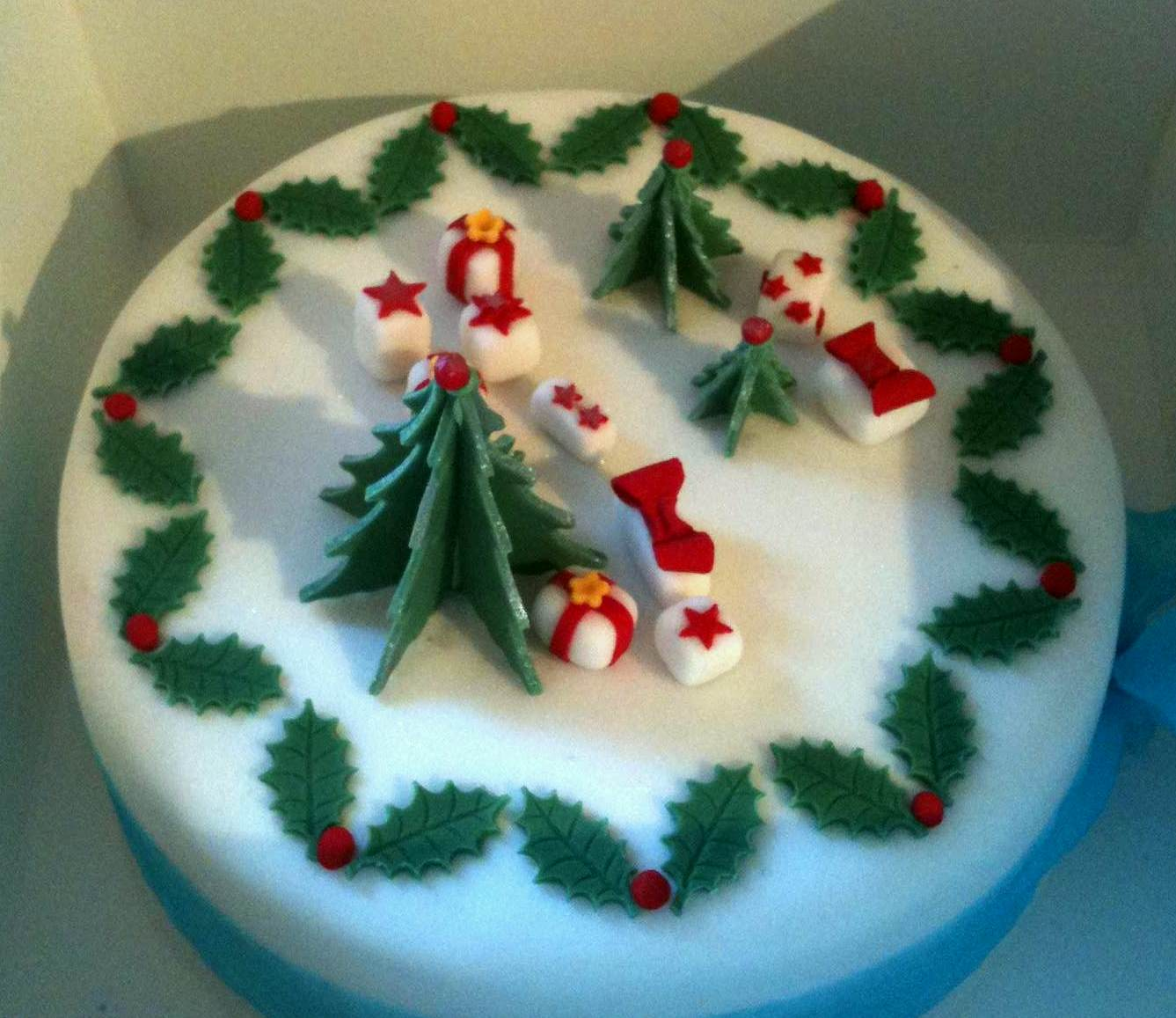 Images For Christmas Cake Decorations : PicturesPool: Christmas Cakes Pictures Christmas Cakes ...