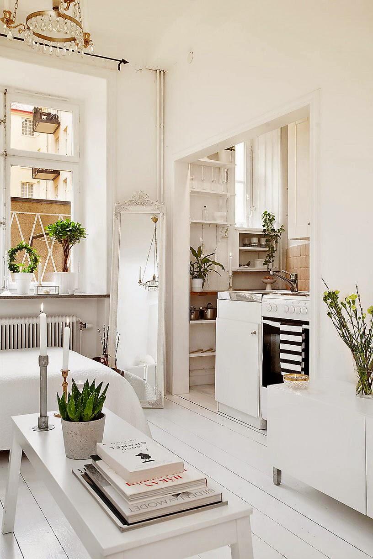 lit dans le salon elegant canaplit dans le salon avec la plante verte luextrieur des fentres. Black Bedroom Furniture Sets. Home Design Ideas