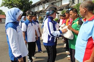 HUT PGRI, 40 Penjaga Sekolah Terima Bantuan Paket Sembako