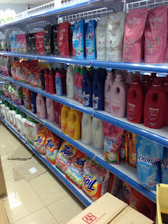mẫu kệ siêu thị mới