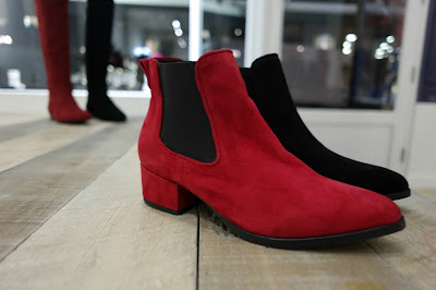 Red boots, suede, perfect fitting boots
