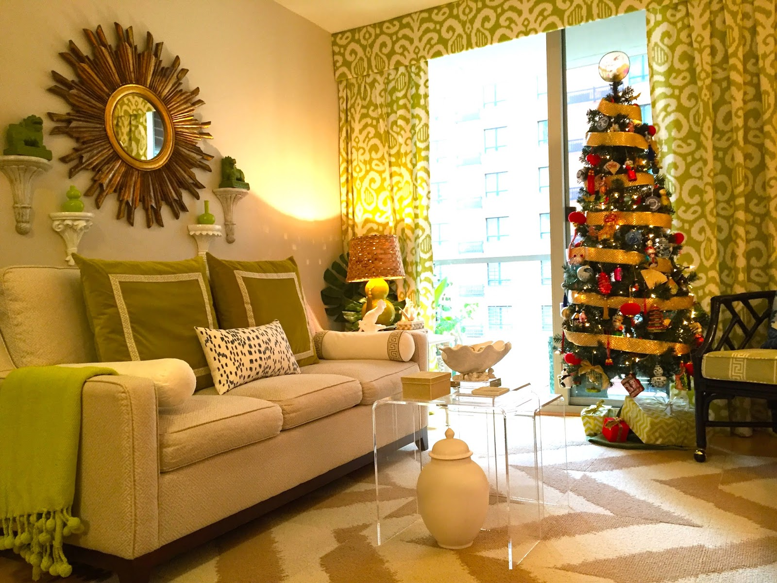 SANITY FAIR: PALM BEACH PASTEL CHRISTMAS
