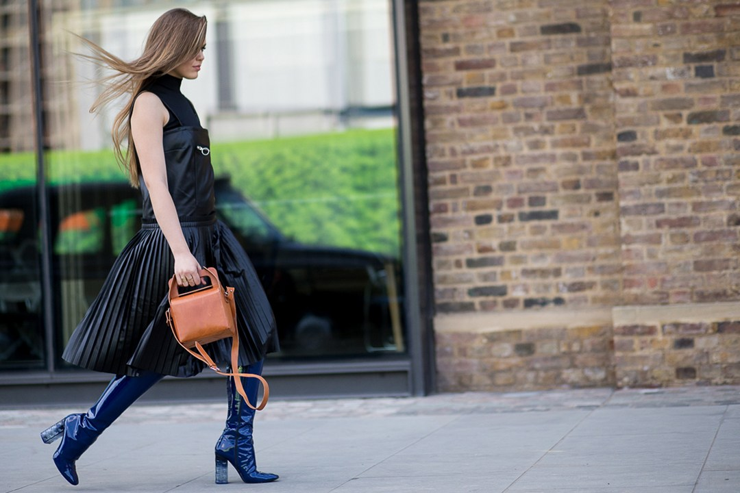 london fashion week spring 2016, black, brown boxy bag, pleats, dior boots
