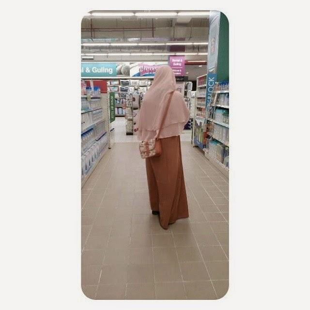 Profil Muslimah berhijab syari Nur octaviani