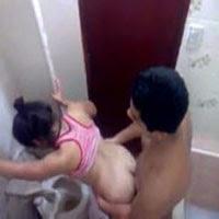Flagra no Banheiro da Escola - http://www.videosamadoresbrasileiros.com
