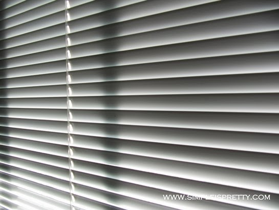 Cleaning Horizontal Blinds www.simpleispretty.com