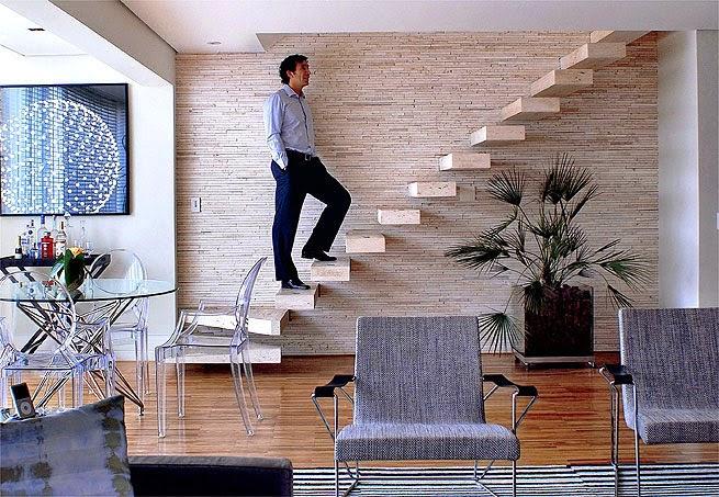 escada para o jardim: Minha Casa Clean: 30 Salas Decoradas com Escadas Encostadas na Parede