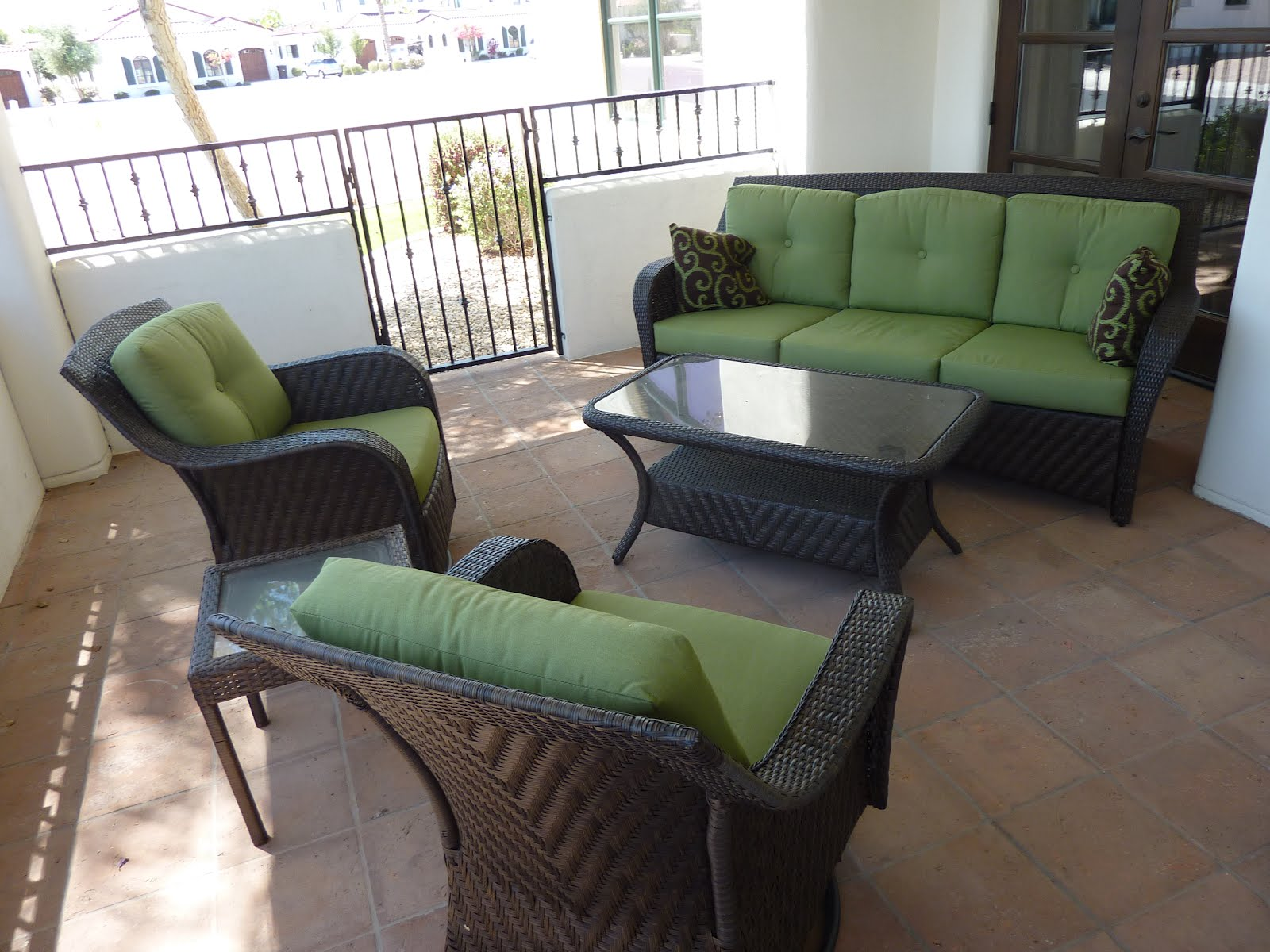 GREAT PATIO IDEAS: NICE WICKER PATIO FURNITURE DOESN'T HAVE