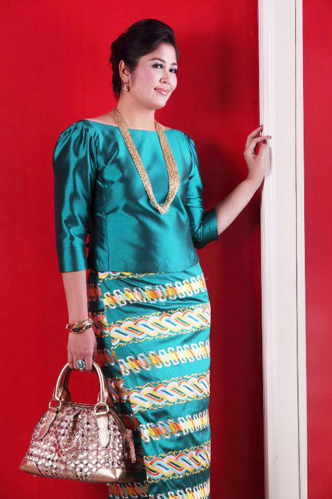 Popular Actress, Soe Myat Thuzar with Myanmar Fashion Dress