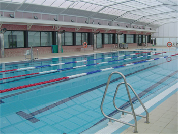 Deporte la carlota instalaciones deportivas for Piscina municipal cubierta